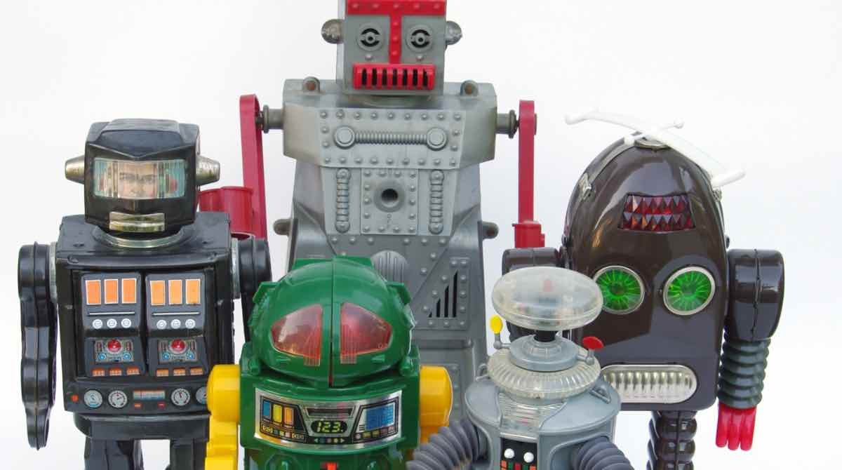 toy robots zoomed